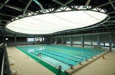 紧靠文昌西路,跳水游泳馆采用的是半地下结构,深达地下十米游泳跳